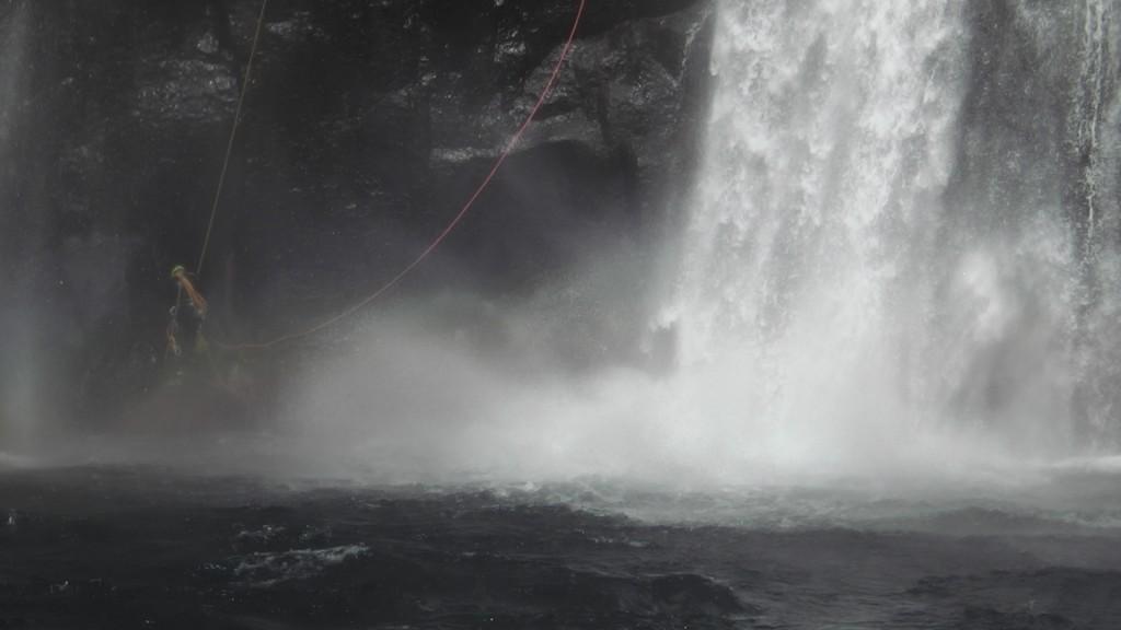 Au pied de la cascade aventure péi